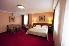 http://www.hotel-delice.com.ua/images/gallery/junior-suite.jpg