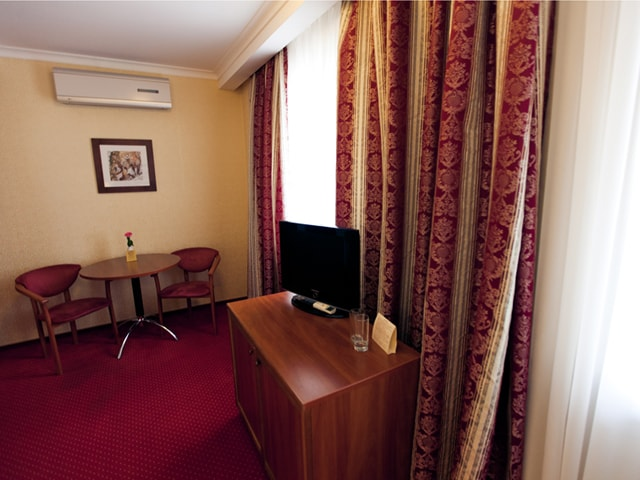 http://www.hotel-delice.com.ua/images/rooms/economy-double/1481.jpg