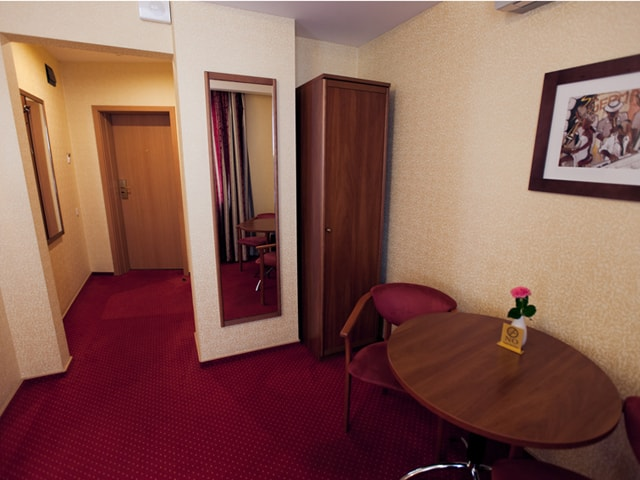 http://www.hotel-delice.com.ua/images/rooms/economy-double/1503.jpg