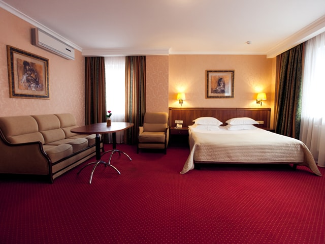 http://www.hotel-delice.com.ua/images/rooms/junior-suite/1452.jpg