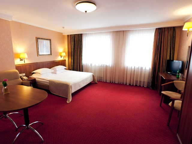 http://www.hotel-delice.com.ua/images/rooms/junior-suite/1454.jpg