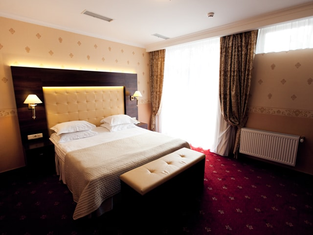 http://www.hotel-delice.com.ua/images/rooms/superior-suite/1562.jpg