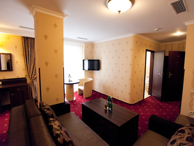http://www.hotel-delice.com.ua/images/rooms/superior-suite/1590.jpg
