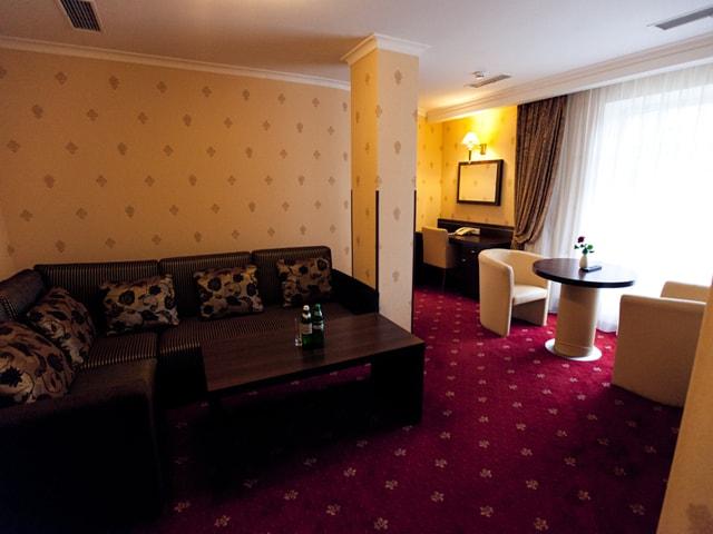 http://www.hotel-delice.com.ua/images/rooms/superior-suite/1599.jpg